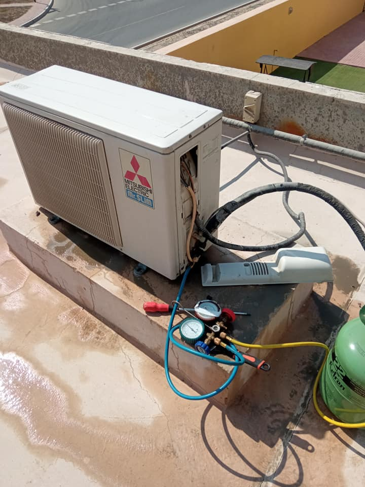 AC Maintenance and Gas Refilling by ac service in Dubai