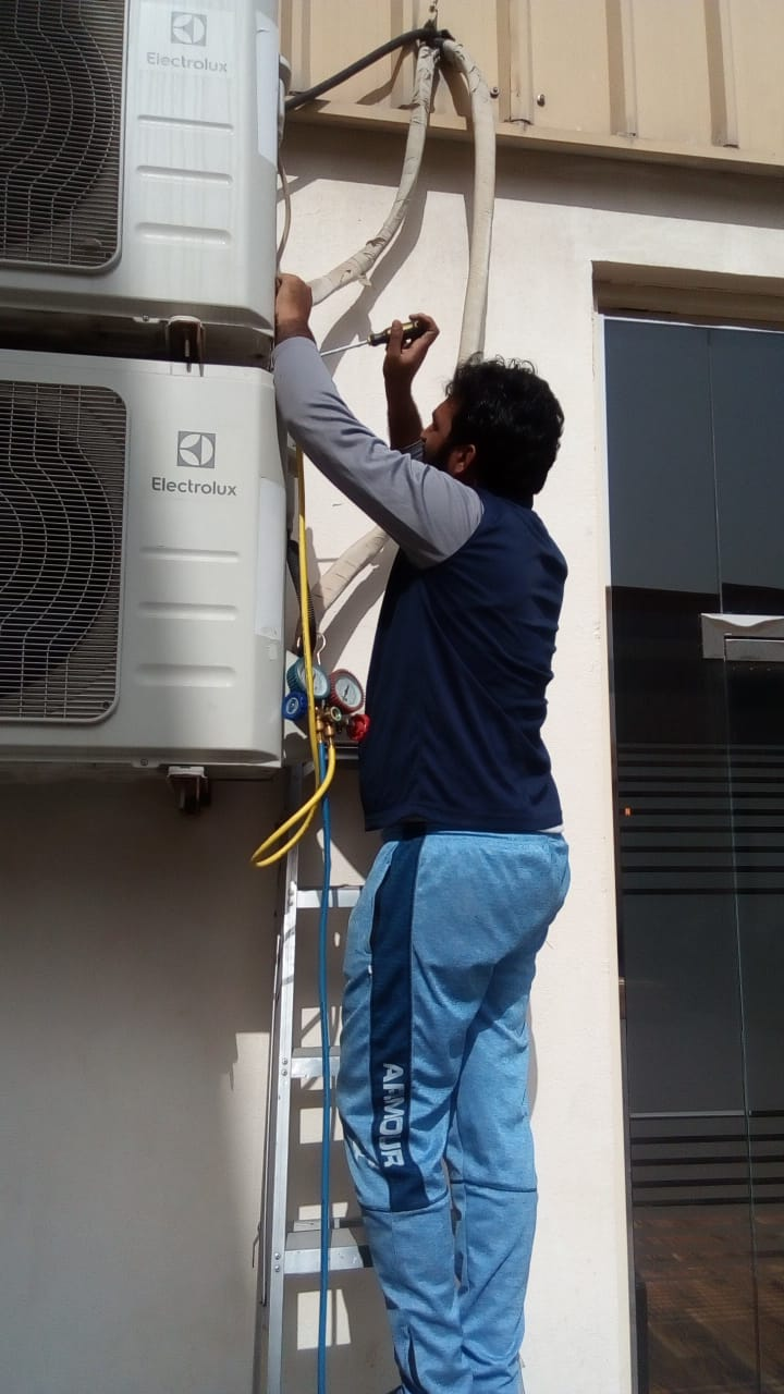 Read more about the article AC Maintenance in Down Town Dubai